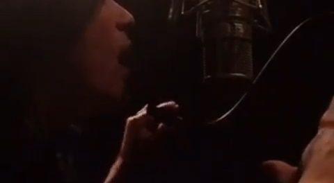HYDE、レコーディング動画をインスタにうp 手の動きおもすれえええwwwww