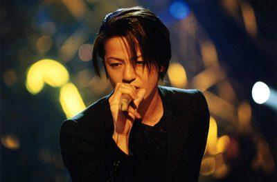 ミスチルの桜井とかGLAYのTERUって人気バンドのボーカルなのにソロ名義で活動しないのなんで?
