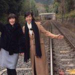 【悲報】もう16じゃない松本伊代さんやらかす 線路内に立ち入り写真撮影