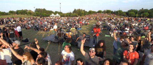 1000人でBOOWYの「B・BLUE」1曲のみを演奏するフェス開催wwww