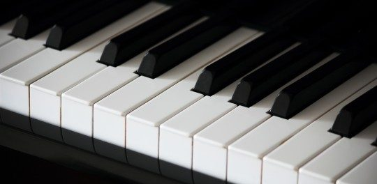 楽器ってピアノだけ圧倒的に難しくね?両手だし