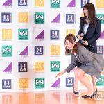 乃木坂46の衛藤美彩さんがスーツで前屈しているだけの画像