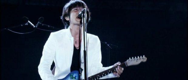ミスチルのライブでinnocent worldを客に歌わせるのって何なの?