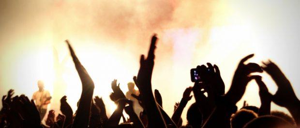 ライブとかイベントに一人で参加してる奴いる?