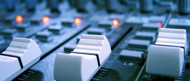 最高の環境でレコーディングしても聞かれるツールがスマホという事実wwwwww