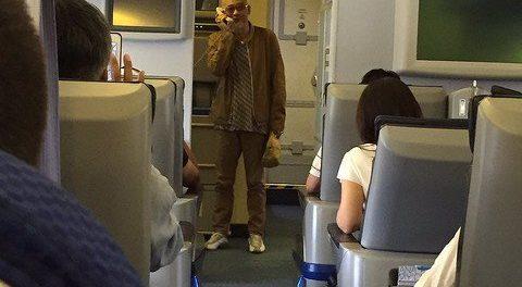 飛行機に乗ったら、松山千春が歌い出したんだがwwww(動画あり)
