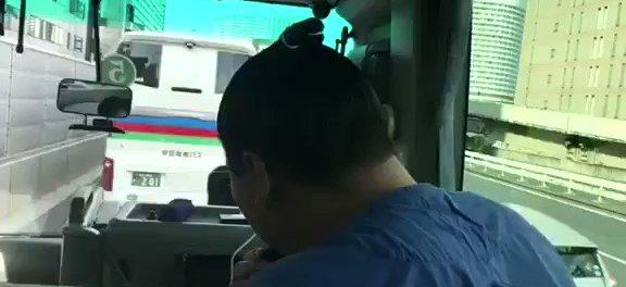 渋滞にはまったバス車内で白鵬が松山千春の曲を熱唱!「神対応」「センスの良さに脱帽」と話題に