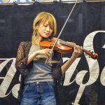 新宿で路上ライブしてた女性バイオリン弾きがカッコよすぎると話題!!!