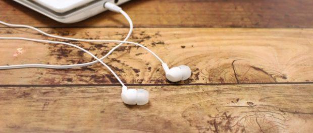 友達といるのにイヤホンつけて音楽聴いたまま会話するやつwwwww