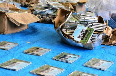 握手券の抜かれたAKBのCDを大量に山に不法投棄した30代の男 書類送検されるwwwww