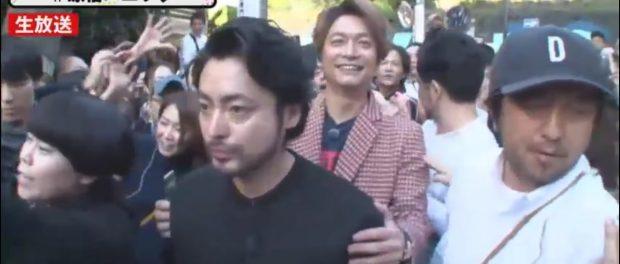 【放送事故】視聴者全員気になった!「ホンネテレビ」原宿ロケ中に香取慎吾を襲撃する謎のマスク女が写りこんでいた