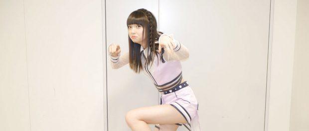 NGT48荻野由佳さん、新曲衣装でセクシーな美脚を披露