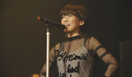 LINDBERG活動休止 渡瀬マキが「機能性発声障害」を公表