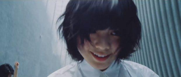 欅坂の平手さん、主演映画のPR活動は怪我をおして頑張るが、本業のアイドル活動(握手会)は体調不良で欠席 なんでなん?