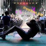 ローラがサマソニのワンオクライブ中に腹筋をしている動画を公開し炎上wwww