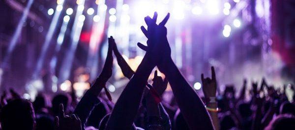 音楽のライブ行ったら1人のやついて草
