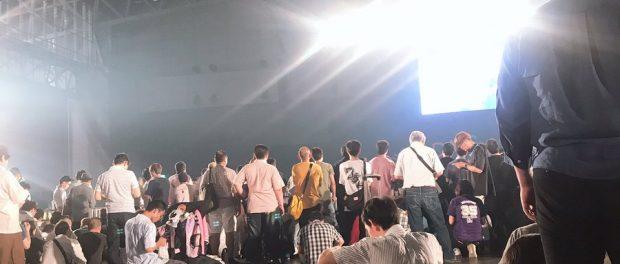 【大悲報】AKB48全国握手会のステージセット、急激にショボくなるwwwwwww