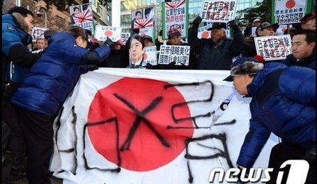 日本政府の輸出制限強化に韓国人激怒!TWICE・IZ*ONEの日本人メンバーに「退出要求」