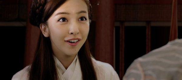 【悲報】板野友美さん、また顔が変わる マジで誰だよこれ