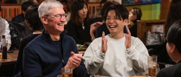 星野源がAppleのティム・クックと居酒屋で飲んでる画像が出回る