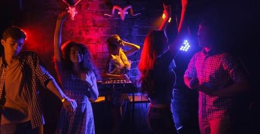 「天才てれびくん」出演ブレイク女優X、未成年ジャニーズアイドルと飲酒パーティー発覚か