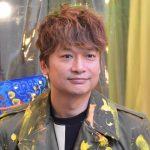【悲報】香取慎吾さん、SMAP辞めたのに変な格好でふざけたCMをやらされる